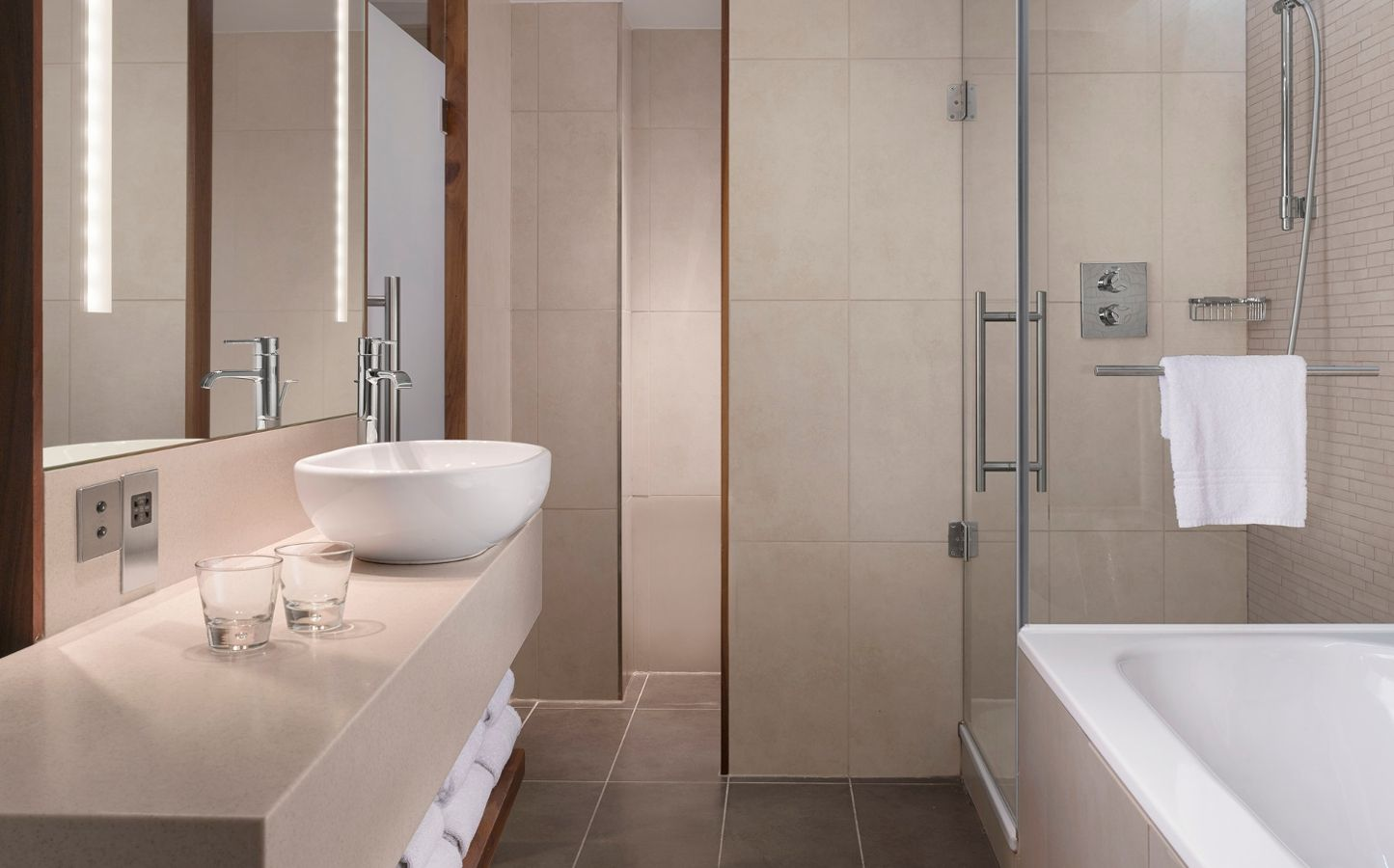 Spa Bathroom Suites Sheraton Edinburgh Hotel Sheraton Suites Accommodation In
